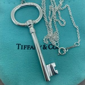 "Tiffany & Co XL OVAL 🔑 Key Pendant NWOT 24"" Chain"